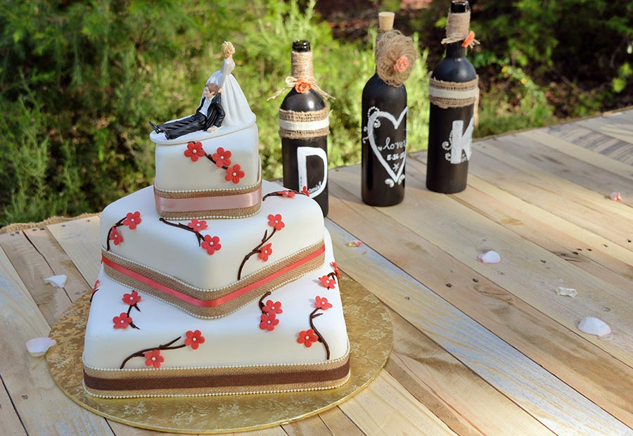 Rough and Ready Vineyards preferred vendors can include bakeries for your special wedding cake